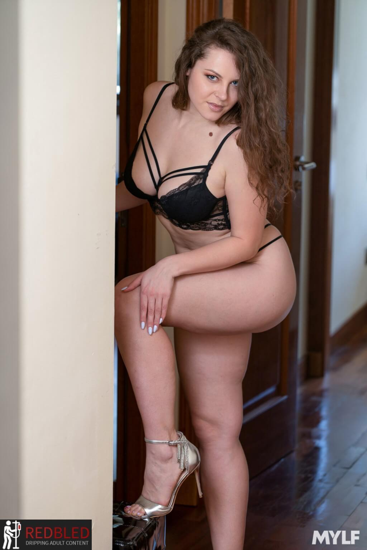Sofya Curly Nudes
