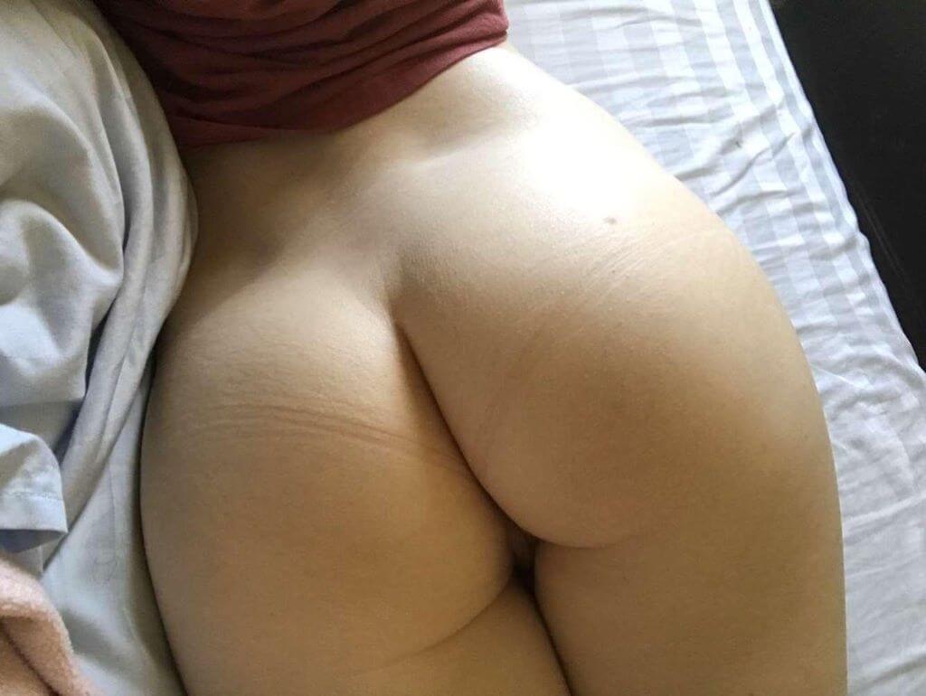 Super-hot brunette selfie 26, USA