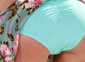 """Top 50+: """"Accidental"""" Teen Upskirt Pussy Pics & MILF Upskirt GIFs (2020)"""