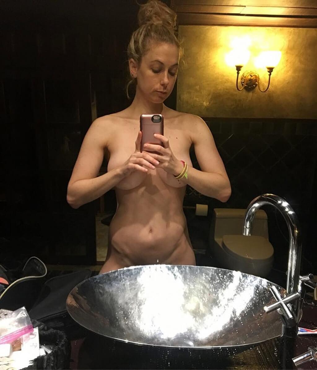 Iliza Shlesinger Tits